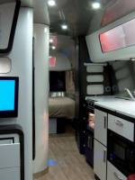 Airstream Series 2 International 684 Caravan_2
