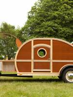 Woody trailer-cum-mobile bar