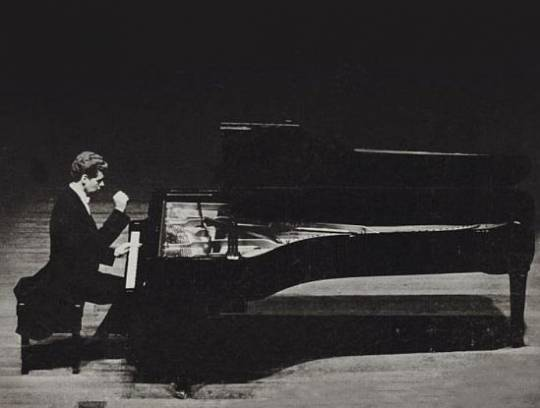 Van Cliburn performing with his signature piano