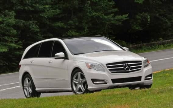 Mercedes R350 car - Color: White  // Description: appealing