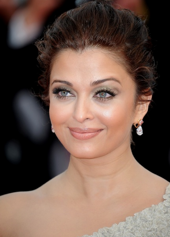 Aishwarya Rai Bachchan was spotted wearing a piece of Chopard Jewelry.