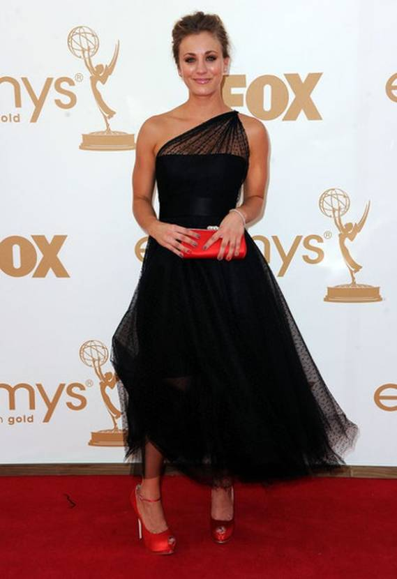 Dressed in sexy black for the 63rd Primetime Emmy Awards, Cuoco flaunted her charm through a belted gown which flowed from her left shoulder.