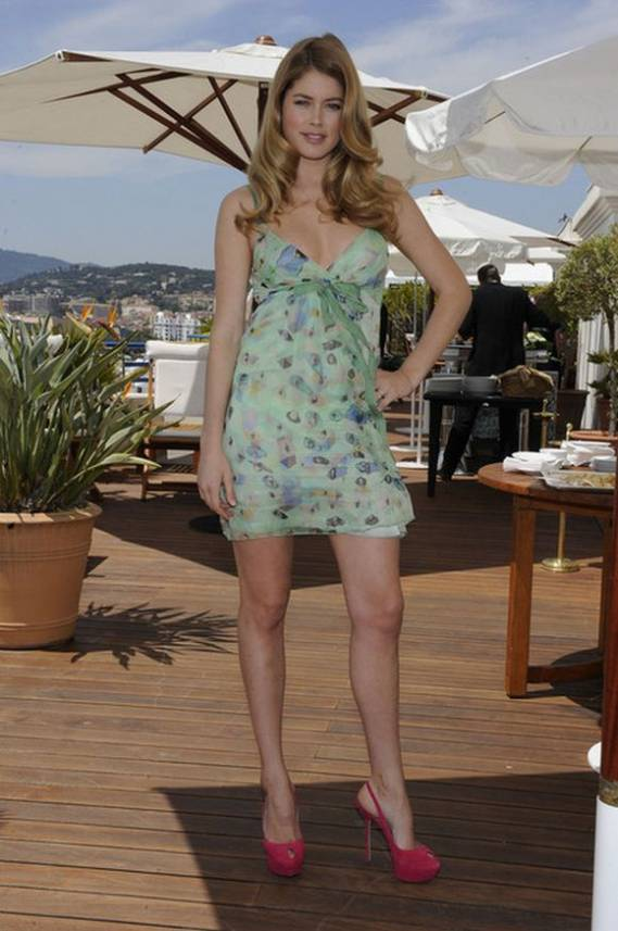 Doutzen looked gorgeous donning the designer sandals during the 63rd Cannes Film festival held on May 2010.
