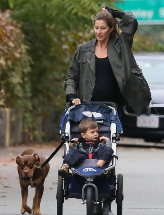 Supermodel Gisele Bundchen is a big lover of dogs. She has been seen strolling with her baby and her canine pal, Lua
