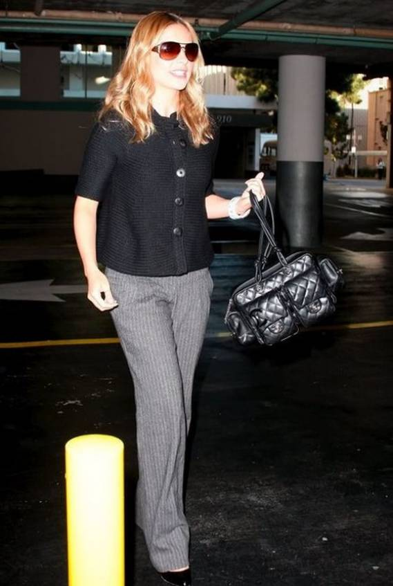 Sarah was photographed carrying her luxurious Chanel hand bag.