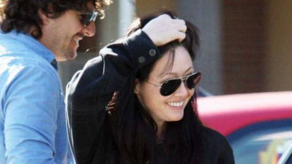 Shannen wears Ray-Ban 3025 Aviator Sunglasses