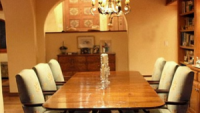 The charming dining room decor