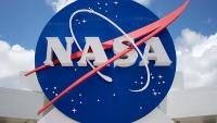 NASA: Billionaire Businessmen Vying for Launch Pad