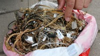 5-year-old boy finds jewelry worth thousands in a pond