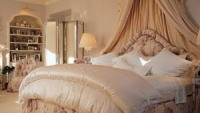 Mariah's uber-luxurious master bedroom