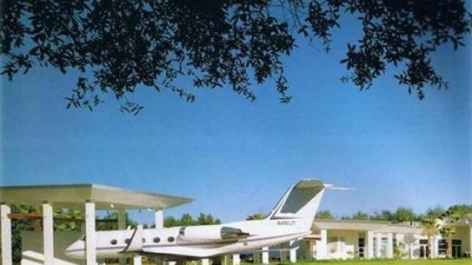 Gulfstream Jet in estate