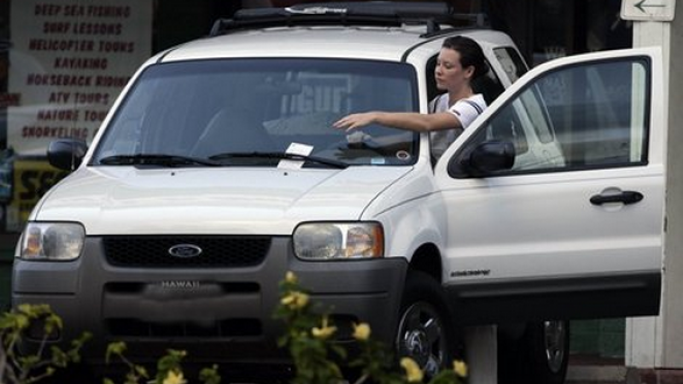 Evangeline Lilly drives Ford Escape.