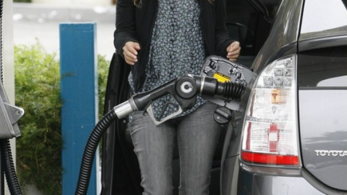 Rachel has been photographed many a time driving around the streets of Los Angeles in her shiny silver-black Toyota Prius.