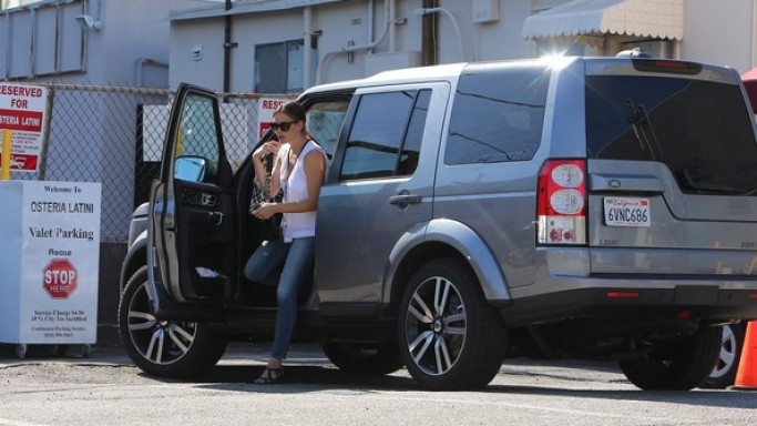 Jennifer Garner drives Land Rover LR4