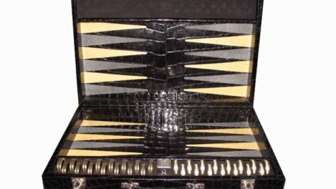 Geoffrey Parker's Most expensive Backgammon set costs $387,890