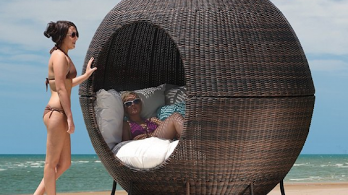 Igloo Apple Day Bed Lounger is the luxury nest for your outdoors
