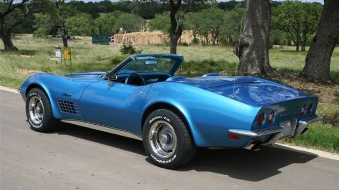 McConaughey's love for the old and the beautiful was once again exhibited when one saw his Corvette convertible from 1971.