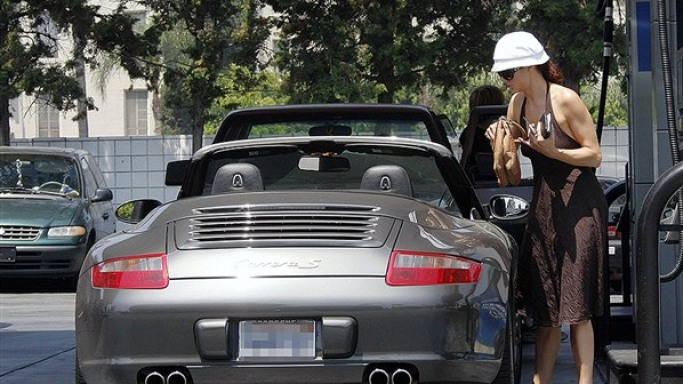 Kate Walsh drives Porsche 911 Carrera S