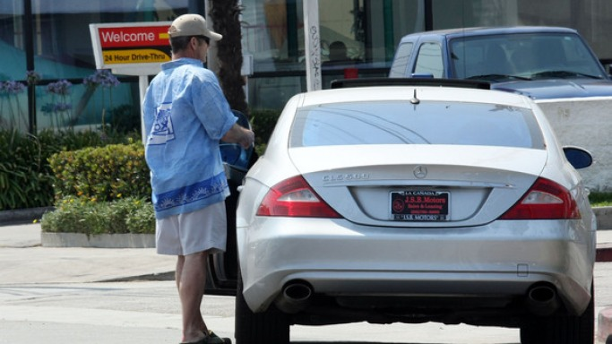 Mel Gibson, a definite head-turner rides in another definite head-turner - the Mercedes CLS 500.