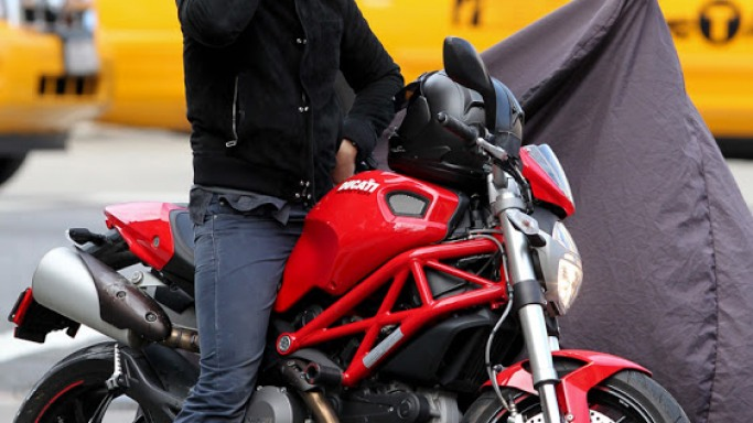 Orlando Bloom rides Ducati Monster 1100