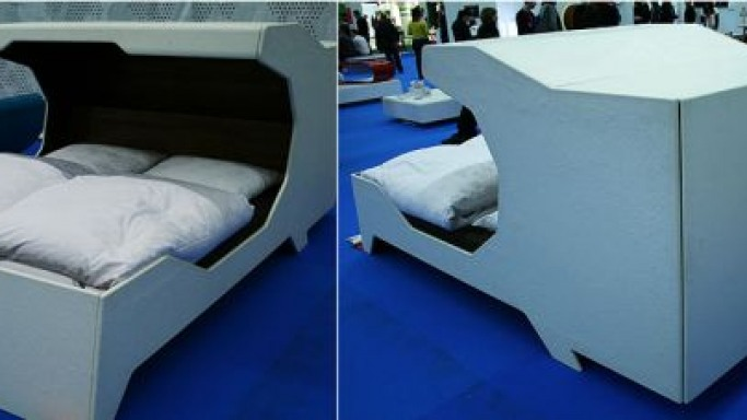 Partially canopied Soller bed ensures sound sleep