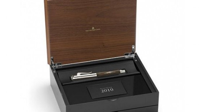 'Pen of the Year 2010' hem-in a hunting gun