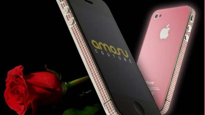 Amosu Couture gives iPhone 4 the pink treatment for Valentine's Day