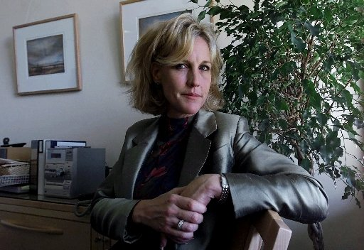 a history of erin brockovich ellis an american legal clerk Erin brockovich erin brockovich-ellis is an american legal clerk and environmental activist, who, despite the lack of a formal education in the law, was instrumental in building a case against the pacific gas and electric company of california in 1993.
